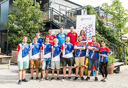 eSports Teams bei der Eroeffnung